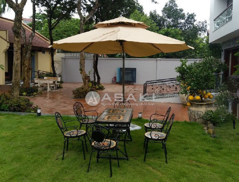 Công trình thi công bàn ghế sân vườn tại nhà anh Long – khu biệt thự Vinhomes Golden River