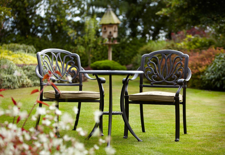 Hướng dẫn cách bảo quản bàn ghế sân vườn sắt nghệ thuật